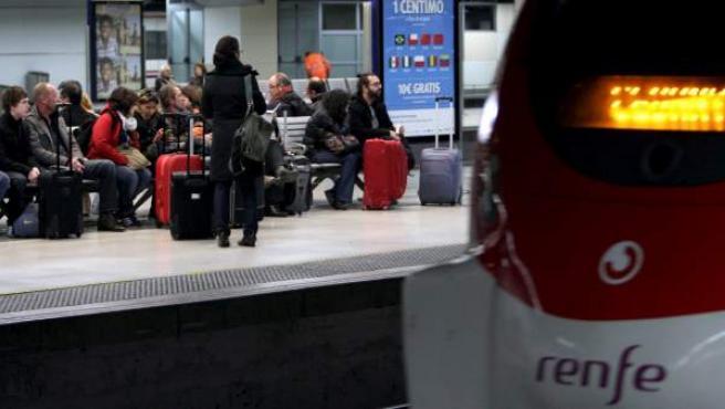 Imagen de uno de los andenes de la estación de Sants.