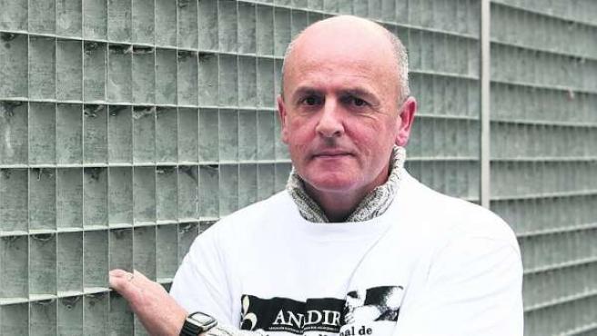 Ricardo López Martín tras la entrega de la denuncia por el robo de niños en la Fiscalía General del Estado.