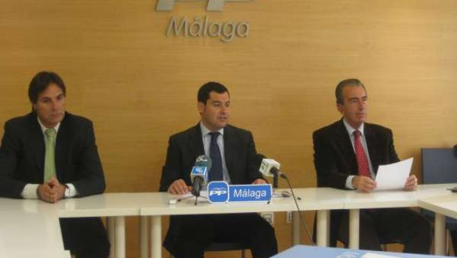 Miembros del comité electoral del PP de Málaga, junto a su presidente, Juan Manu