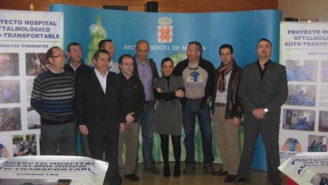 Imagen de los componentes de la ONG 'Azul en Acción'