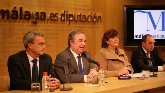La delegada provincial de Salud, María Antigua Escalera; el presidente de la Dip