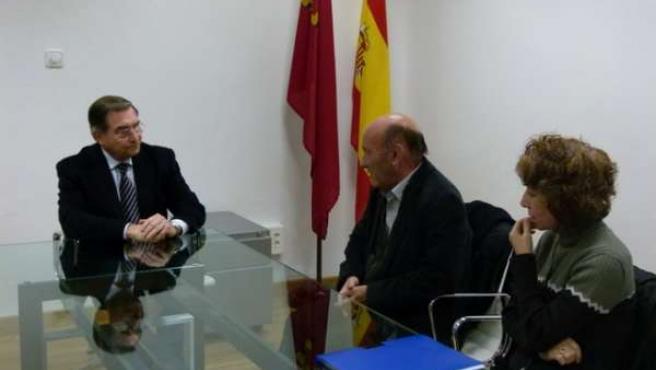 El Defensor del Pueblo de la Región de Murcia, José Pablo Ruiz Abellán, con los