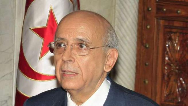 El primer ministro de Túnez, Mohamed Ghanuchi, en una rueda de prensa.