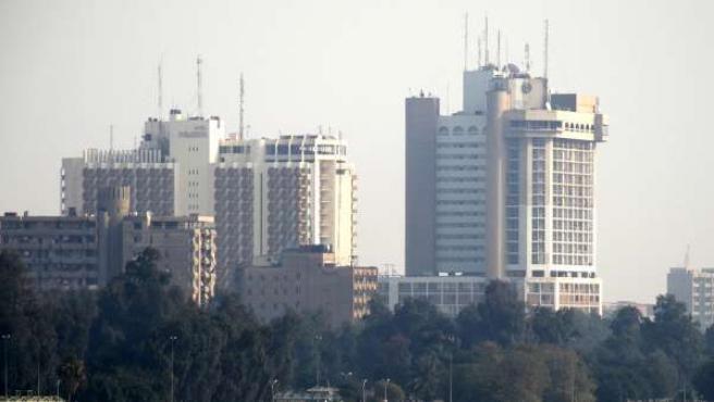 Vista del Hotel Palestina desde el puente de Al Jumhuriya, Bagdad (Irak), donde se ha desplazado el juez de la Audiencia Nacional Santiago Pedraz para realizar la reconstrucción de la muerte de Couso