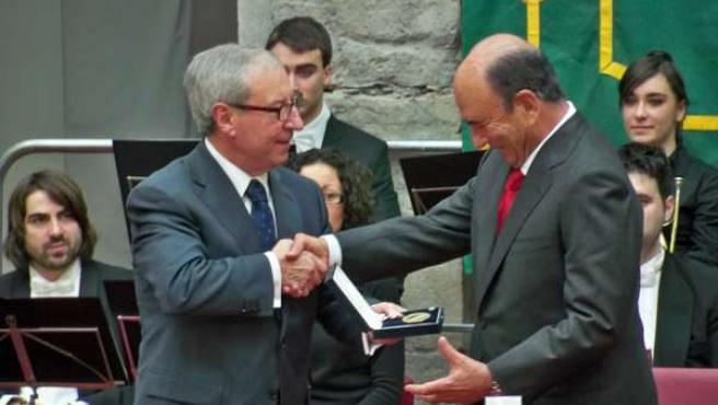 Acto de entrega a Botín de la Medalla de Oro del Parlamento