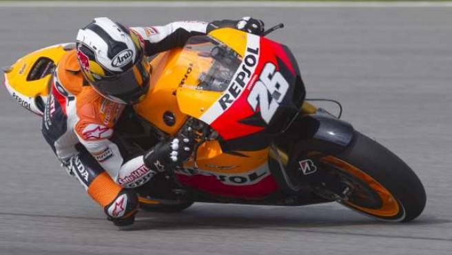 El piloto español de MotoGP Dani Pedrosa, de Honda, participa en un entrenamiento de pretemporada en el circuito de Sepang.