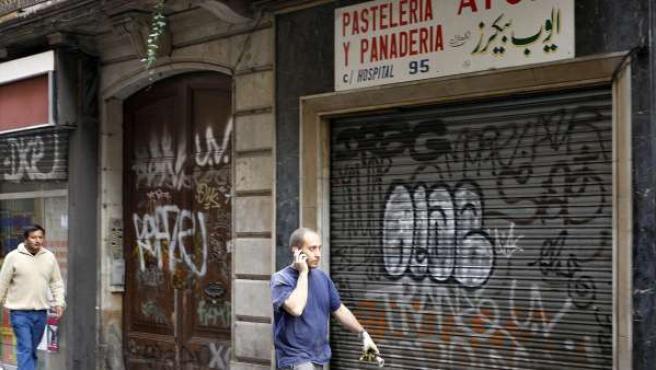 Imagen de la pastelería, en el barrio barcelonés de El Raval, de un familiar del supuesto líder de una célula islamista.