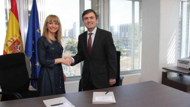 Pedro Saura y María Eugenia Gancedo tras firmar el convenio para desarrollar un