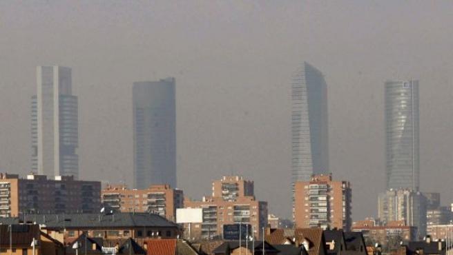 Vista del aspecto que presentaba el cielo de Madrid, a primeras horas de la mañana del miércoles.