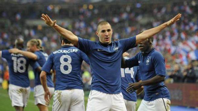 El jugador de Francia Karim Benzema celebra un gol ante Brasil.