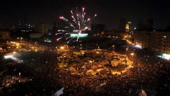 Fuegos artificiales en la noche de El Cairo en la que se ha conocido que el presidente Mubarak abandona el poder.