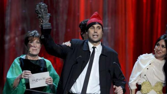 El espontáneo catalán Jimmy Jump, conocido por su incursión en Eurovisión, consiguió colarse en el escenario de la gala de los Goya justo antes de que le entregaran el Goya a Javier Bardem por mejor actor protagonista.