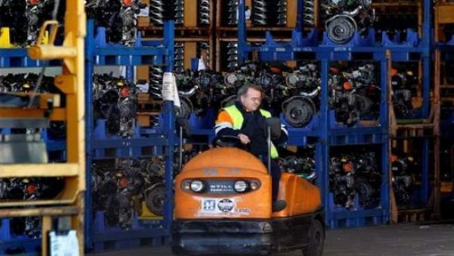 Un trabajador de Nissan.