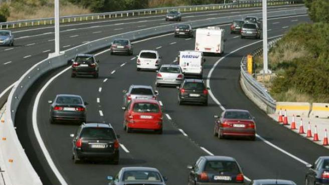 La velocidad máxima en autopistas y autovías se reduce a 110 km/h para ahorrar combustible.