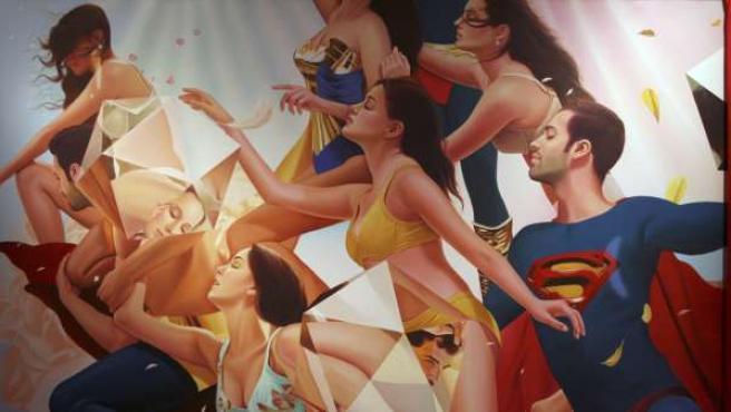 Superman es el mejor referente para difundir el mensaje de sexo seguro, según el dúo artístico Thukral y Tagra.