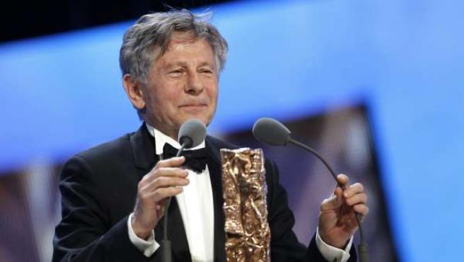 El director de cine Roman Polanski recoge su premio César a mejor director por 'The Ghost Writer'.