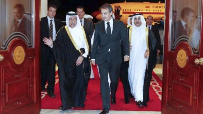 El Presidente del Gobierno, José Luis Rodríguez Zapatero, a su llegada a Catar.