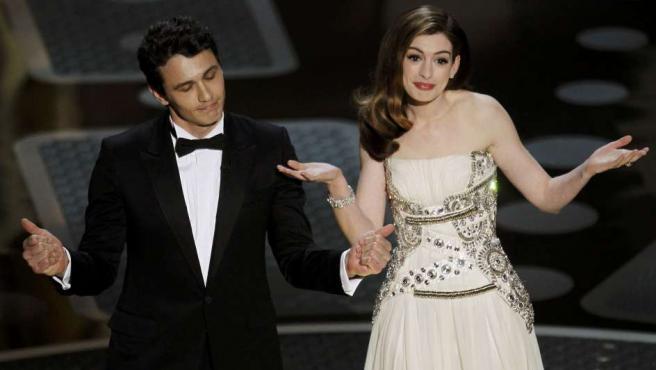 James Franco y Anne Hathaway, presentadores de la gala de los Oscar.