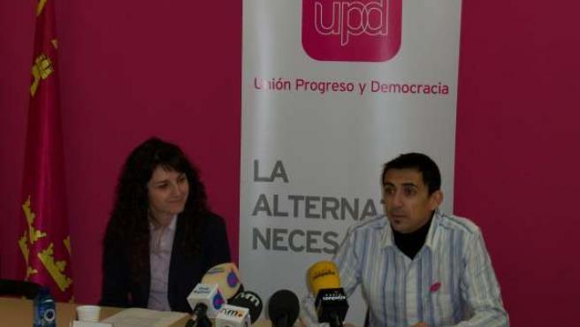 Encarnación Hernández y Rubén Serna de UPyD Murcia