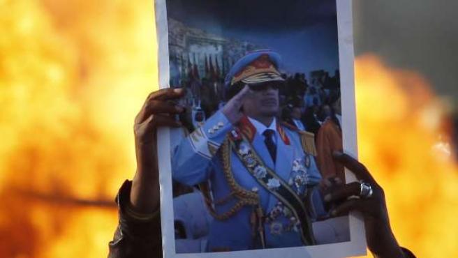 Fuerzas de Gadafi lanzan una ofensiva para recuperar el este de Libia