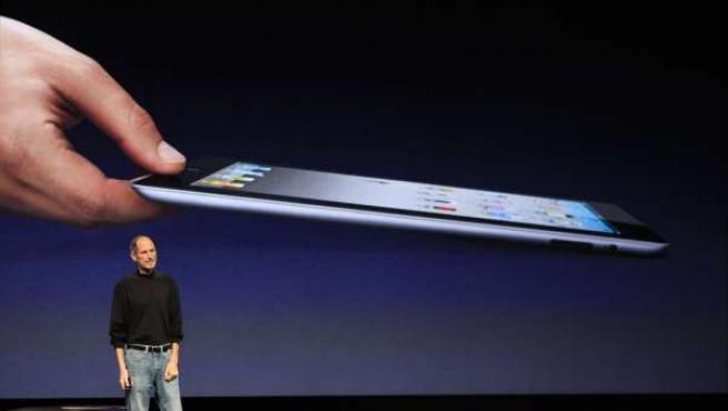 Steve Jobs presenta el nuevo Ipad 2 de Apple.