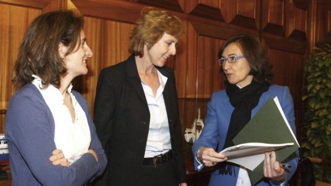 La secretaria de Estado para el Cambio Climático, Teresa Ribera, la comisaria europea de Acción por el Clima, Connie Hedegaard, y la ministra de Medio Ambiente, Rural y Marino, Rosa Aguilar, durante la reunión.