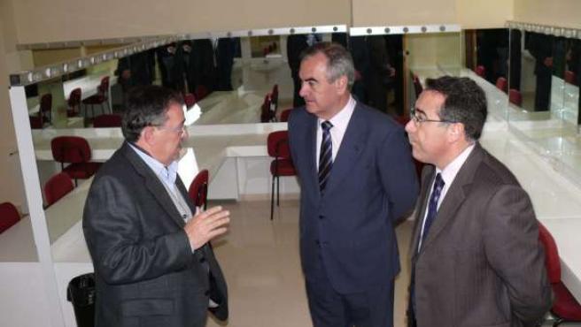 El delegado, en el centro, y el alcalde de Jumilla, a la derecha, durante la ina