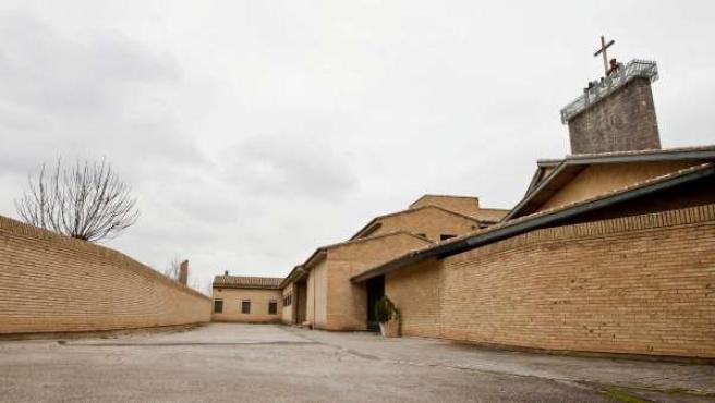 Vista de la entrada al convento de monjas de clausura Santa Lucía de Zaragoza donde la policía investiga el presunto robo de un millón y medio de euros.