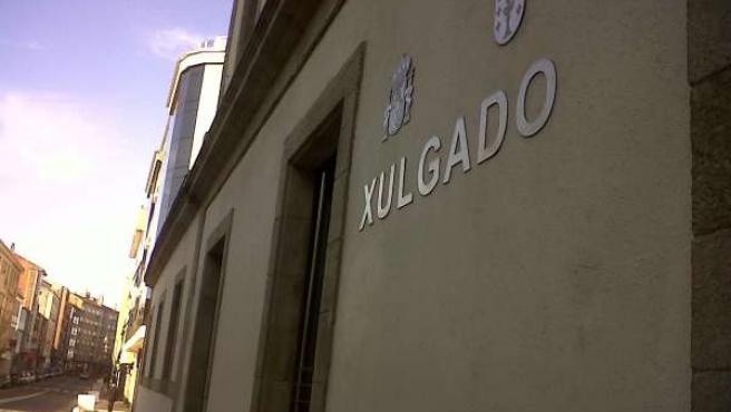 Exterior del Juzgado de Arzúa (A Coruña)