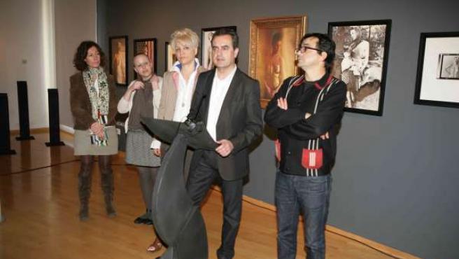 Presentación de Fotomanías 2011 con el director de la delegación de Cultura de l