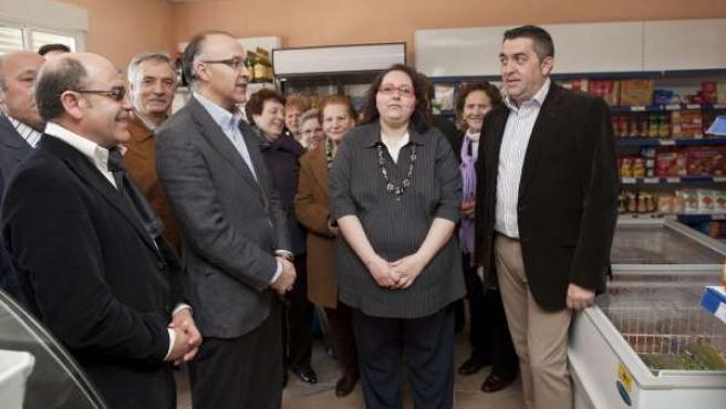 VALVERDE DE CAMPOS. El presidente Diputación de Valladolid visita nueva tienda d