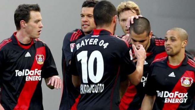 Los jugadores del Bayer Leverkusen celebran uno de los goles ante el Schalke 04.