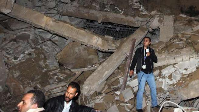 Un edificio administrativo de Gadafi, destruido.