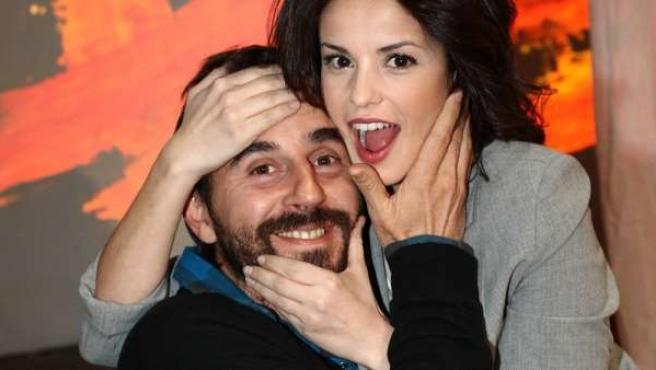 Santi Millán y Marta Torné, protagonistas de 'Más allá del puente'.