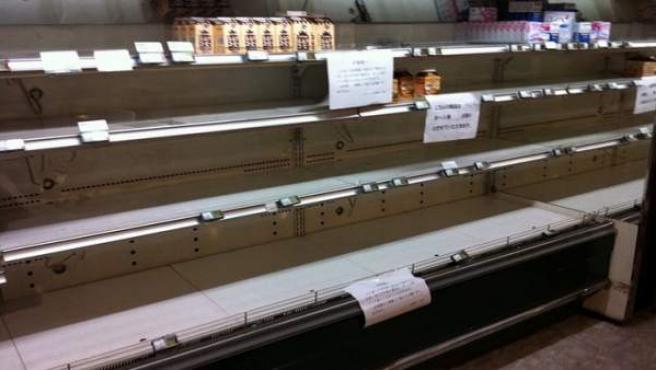 En algunos supermercados japoneses no queda agua ni leche.