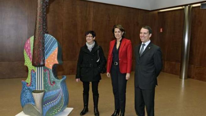 De izquierda a derecha, Sagrario San Martín, Yolanda Barcina y Julio Lafuente.