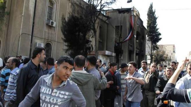 Manifestantes exigiendo la libertad y el fin de la corrupción en la ciudad de Deraa, al sur de Siria.