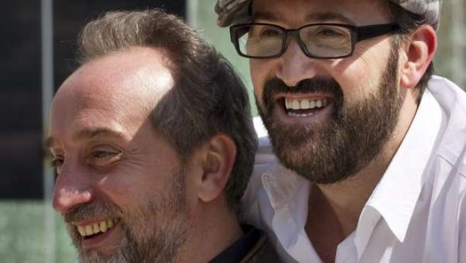 Los actores Javier Cámara (d) y Gonzalo de Castro (i) durante el photocall de la presentación de la película '¿Para qué sirve un oso?'