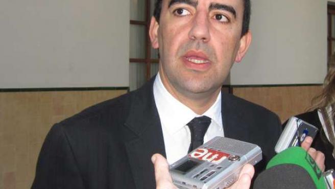 Mario Jiménez atiende este miércoles a los periodistas en el Parlamento