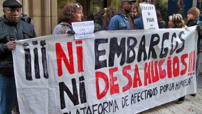 La Plataforma de Afectados por la Hipoteca ocupa una sucursal del centro de Murcia en protesta por un desahucio.