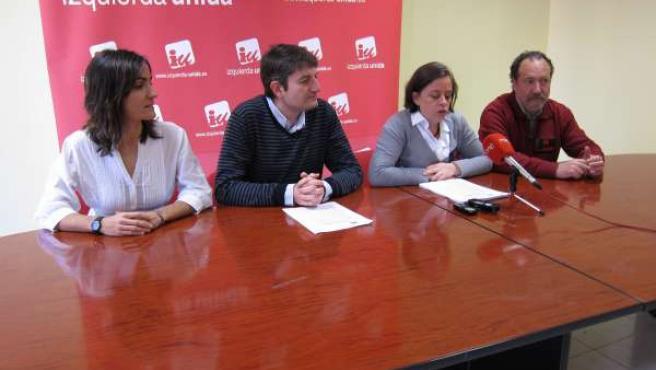 Henar Moreno y Carlos Ollero, junto con los números dos del Parlamento y el Ayun