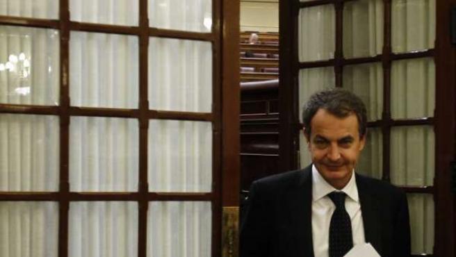 Zapatero en el pasillo del Congreso