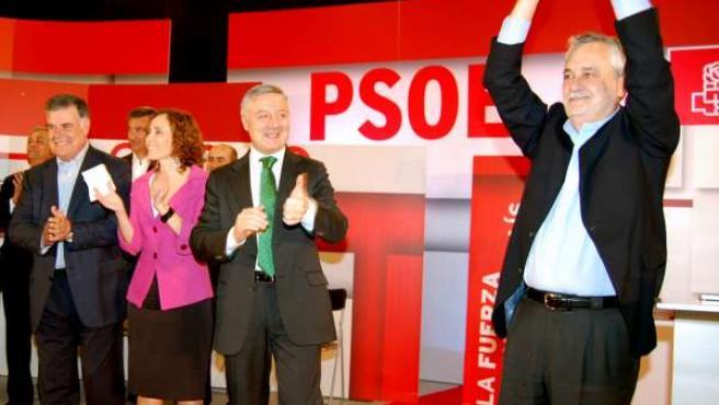 El presidente de la Junta de Andalucía, José Antonio griñán, hoy en un mitin en