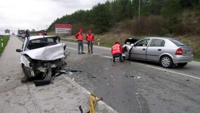 El vehículo en el que viajaba el fallecido, un Fiat Punto, sufrió los mayores da