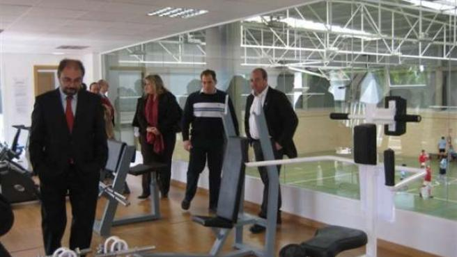 El presidente de la DPZ visitó el nuevo gimnasio de Sádaba