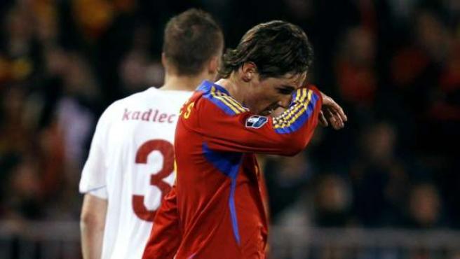 Fernando Torres, cabizbajo durante un partido de la selección española.