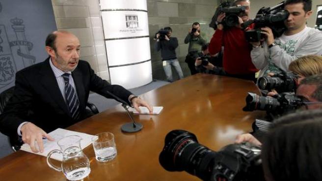 Alfredo Pérez Rubalcaba, en rueda de prensa tras el Consejo de Ministros.