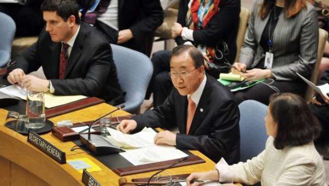 El secretario general de las Naciones Unidas, Ban Ki-Moon (c).