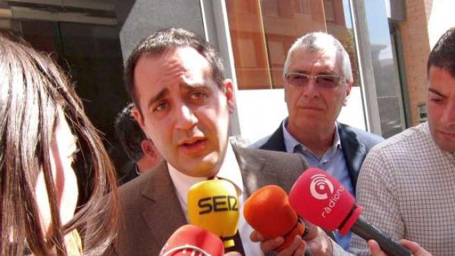Jorge Alarte atiende a los periodistas en Castellón.