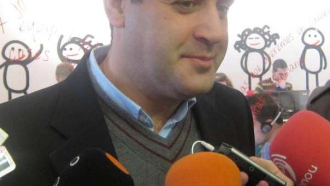 Jorge Alarte atiende a los medios de comunicación